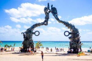 how far is Playa del Carmen From Cancun