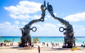 how far is Playa del Carmen From Cancun
