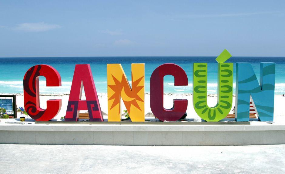 playa delfines cancun letters