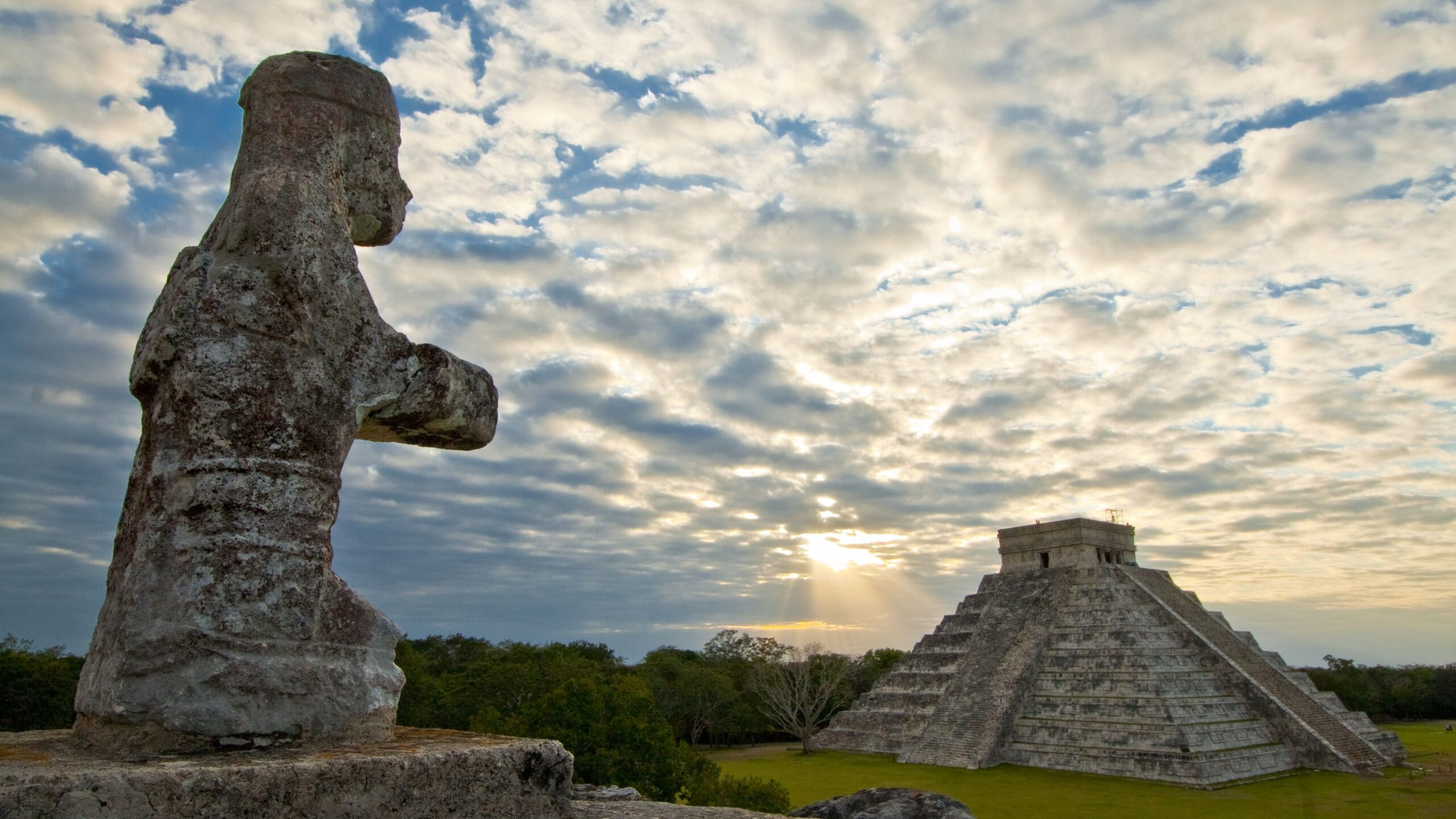 How far is Cancun to Chichen Itza