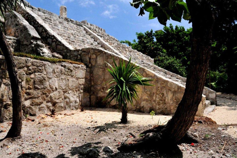 san miguel ruins museo maya