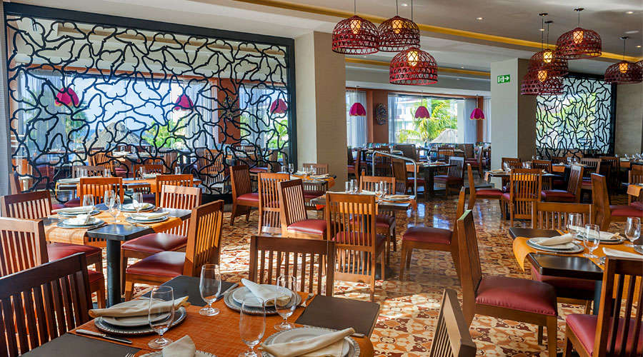 Eat at the best restaurants - What to do in Cancun Hotel Zone
