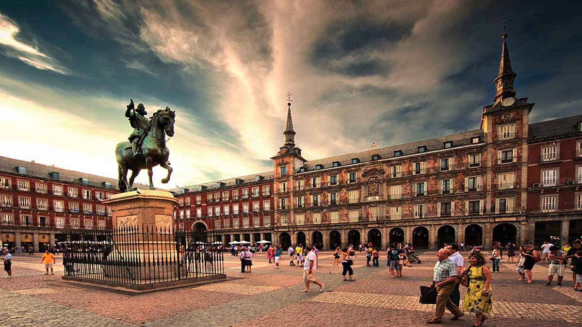 Plaza Mayor - What to see in madrid