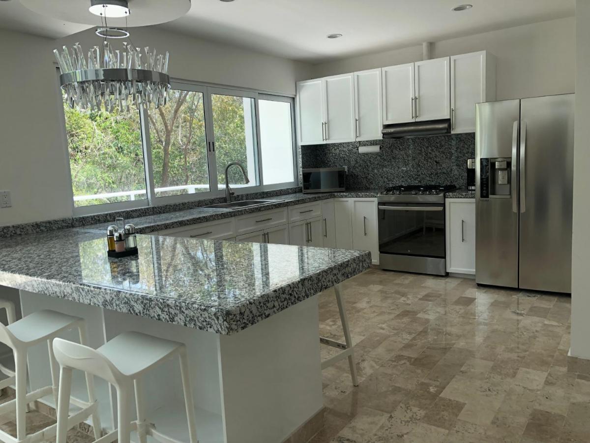 Upscale Modern Home + Rooftop Pool