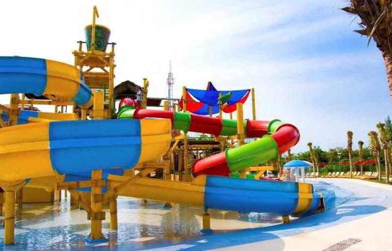 All Ritmo Cancun Resort & Waterpark - best hotel for kids in cancun