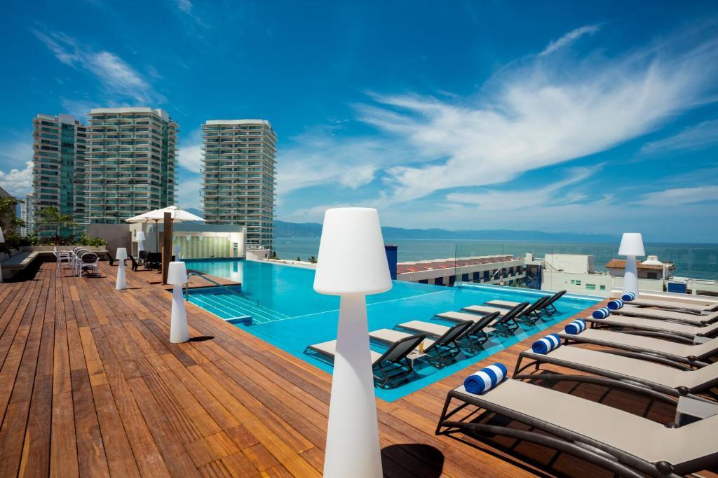 Crown Paradise Golden - the best hotels in puerto vallarta