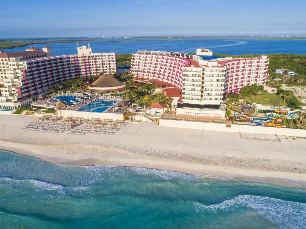 Crown Paradise Club Cancun - best hotel playa delfines
